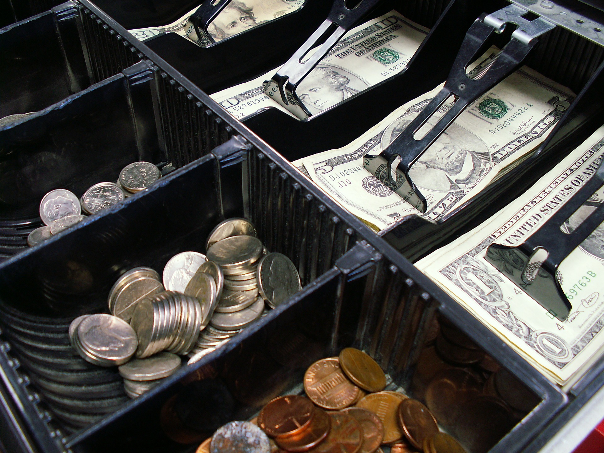 Two More States Introduce Legislation to Prevent Cashless Businesses